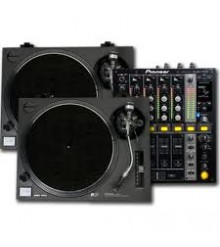 Pioneer DJM 800 & 2 X Technics 1200 Turntables